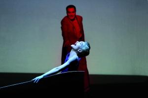 Isabelle Huppert é a Marquesa de Merteuill em <i>Quartett</i>