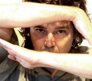 Guga Stroetter apresenta solo <i>Jangadas Paralelas</i>