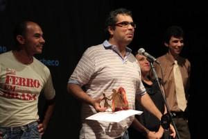O autor Newton Moreno